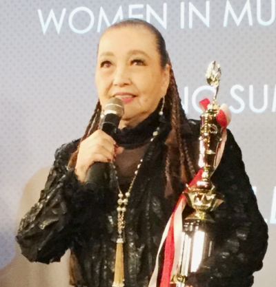 「うれしいことにWomen In Music Japanの『Women in Music Lifetime Legend Award』に選ばれて表彰されました」